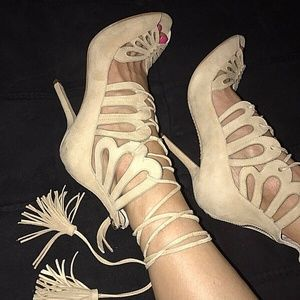 $398 Alice+Olivia Suede Beige Natalie Sandals